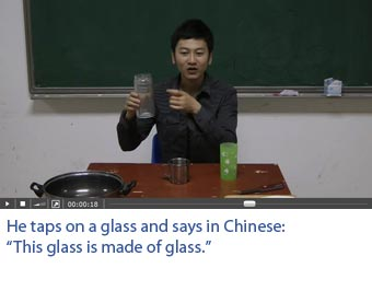 Screenshot of a video with professional Chinese actors on which one sees what he hears. He taps on a glass which produces a sound of glass. He says in Chinese: This glass is made of glass.